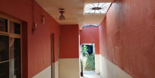 Se vende casa céntrica cerca de la prepa de La Barca